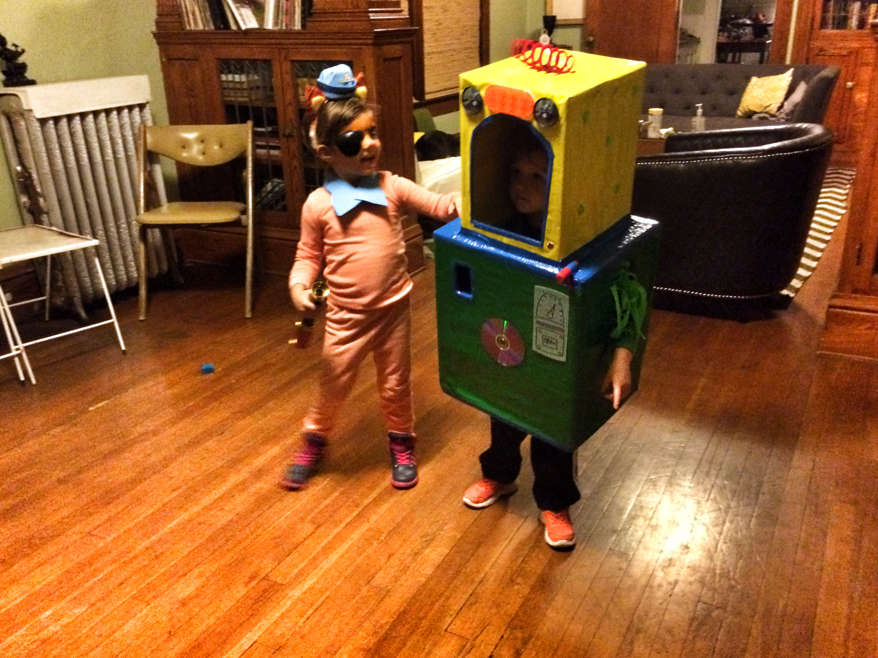 Felix as cardboard box robot, stella as Peso